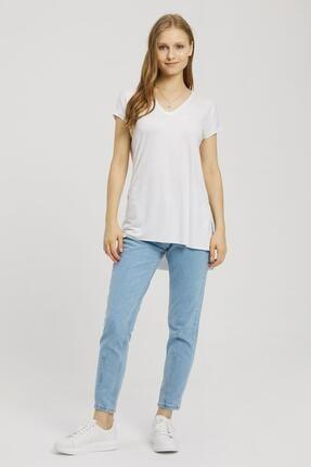 Kadın Beyaz Yırtmaçlı V Yaka T-Shirt Z-000002695