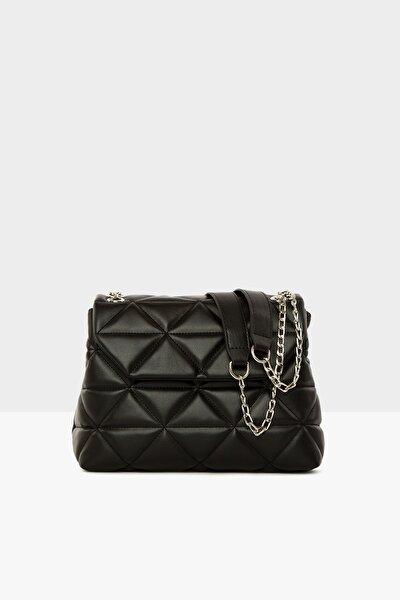 Siyah Kadın Üçgen Nakışlı Kapaklı Çanta M000004328