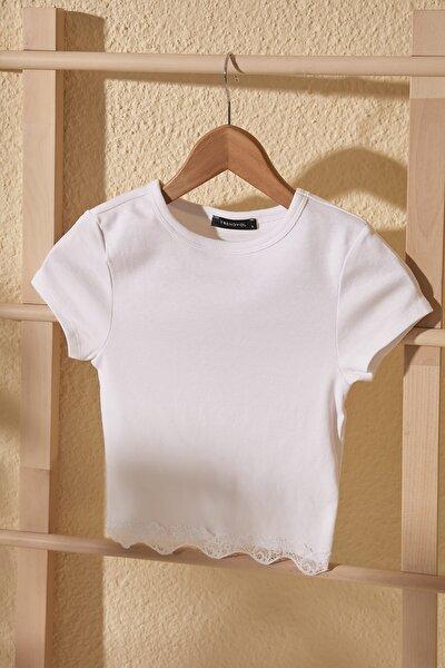 Beyaz Dantelli Crop Örme Bluz TWOSS20BZ1532