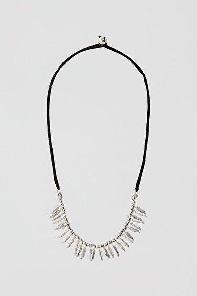 Kadın Gümüş Gümüş Rengi Tüy Şeklinde Uçlu Kolye 05992395