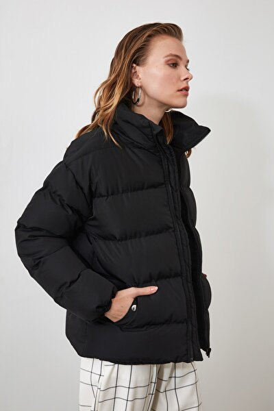 Siyah Oversize Dik Yaka Şişme Mont TWOAW21MO0045