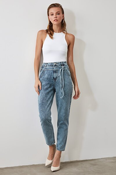 Mavi Bağlama Detaylı Yüksek Bel Mom Jeans TWOAW20JE0189