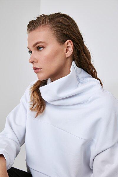 Beyaz Fermuarlı Dik Yaka Crop Örme Sweatshirt TWOAW21SW0121