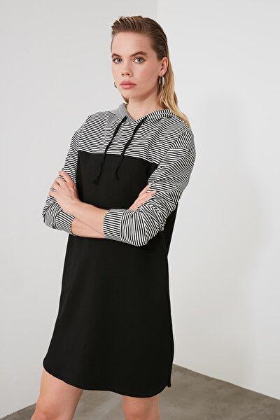 Siyah ColorBlock Kapüşonlu Örme Sweat Elbise TWOAW20EL0378