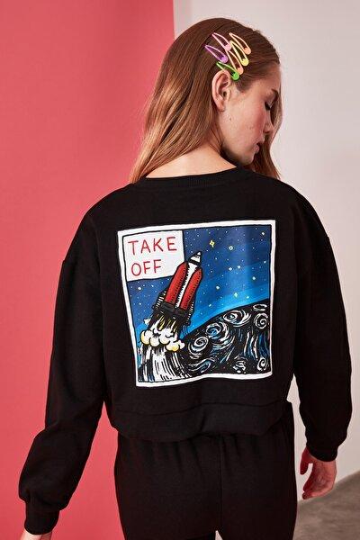 Siyah Sırtı Baskılı Crop Örme Sweatshirt TWOAW21SW0022