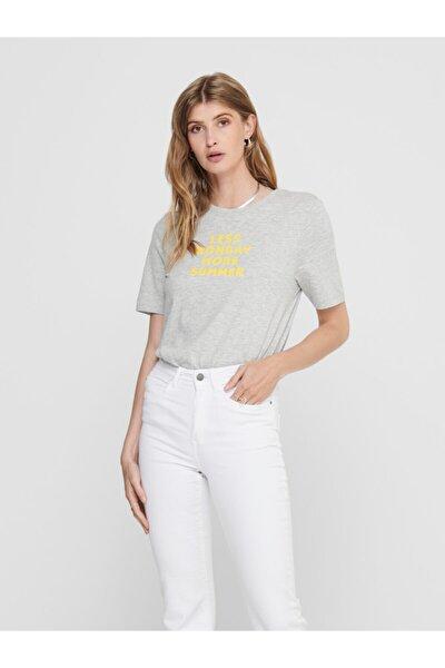 Kadın Gri Önü Yazılı Pamuklu Kısa Kollu T-Shirt 15208549 ONLCLARA