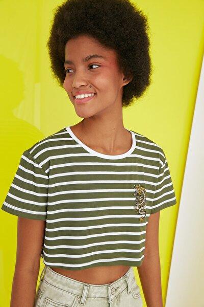 Haki Nakışlı Super Crop Örme T-Shirt TWOSS21TS2779