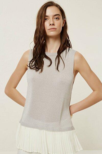 Kadın Açık Gri Plise Detaylı Kolsuz Bluz 0YKTR2019X
