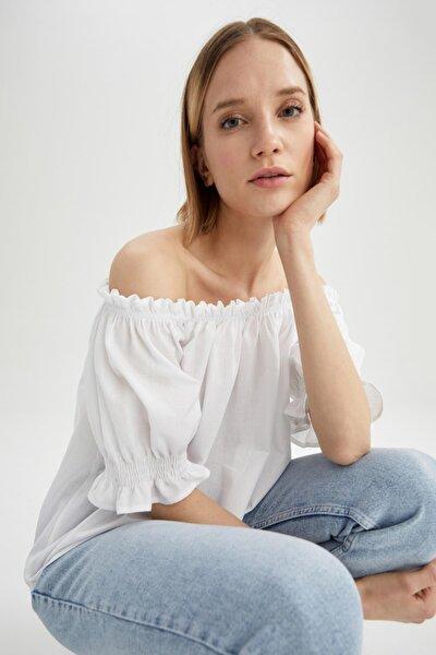 Kadın Beyaz Fırfırlı Carmen Yaka Kısa Kollu Bluz