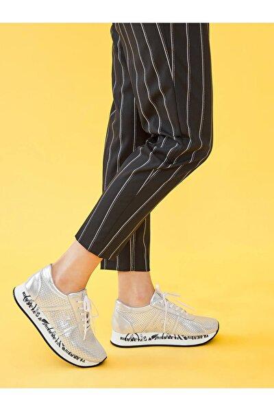 Gümüş Zımbalı Deri Sneaker