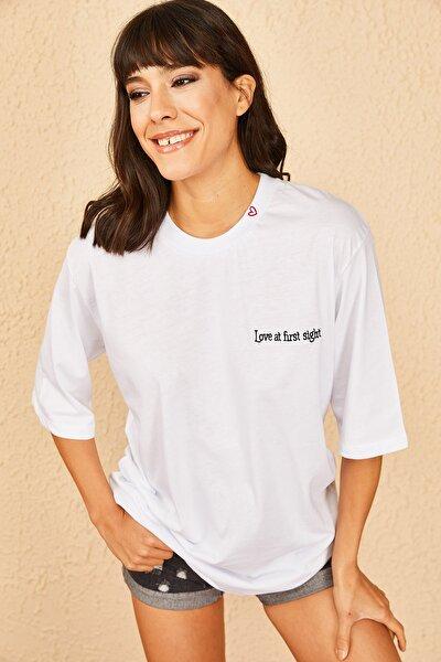 Kadın Beyaz Yakası Kalp Baskılı Oversize T-Shirt 10901007