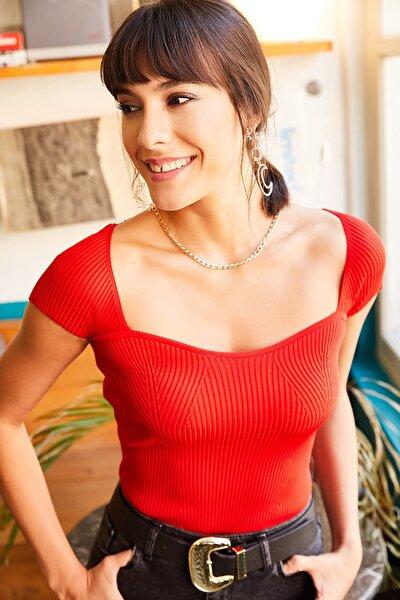 Kadın Kırmızı Yaka Detaylı Triko Bluz BLZ-19001348