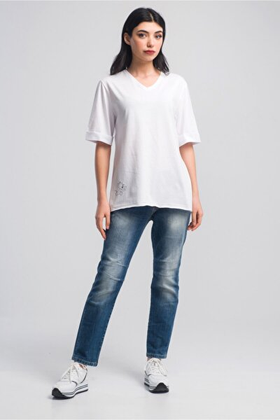 Kadın Beyaz Baskılı V Yaka Yırtmaçlı T-shirt