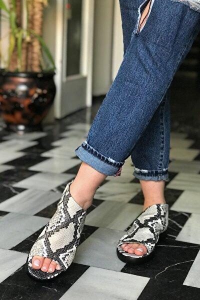 Gri Siyah Deri Yılan Desenli Sandalet - Docıla