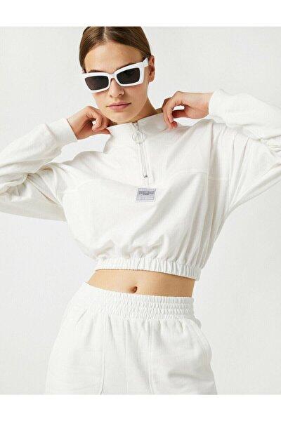 Kadın Beyaz Pamuk Dik Yaka Sloganli Crop Sweatshirt