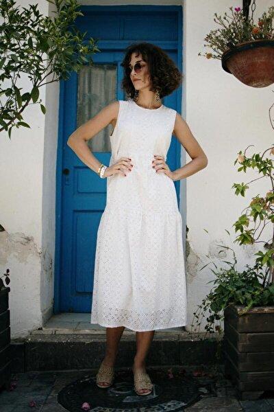 Beyaz Delikli Yaprak Desenli Elbise