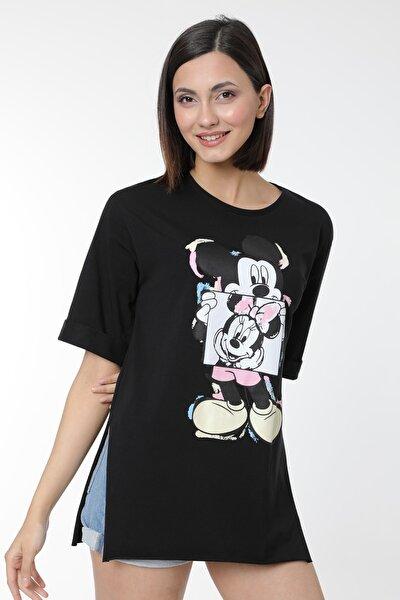 Kadın Siyah Mickey Baskılı Yırtmaçlı Pamuklu Basic T-shirt