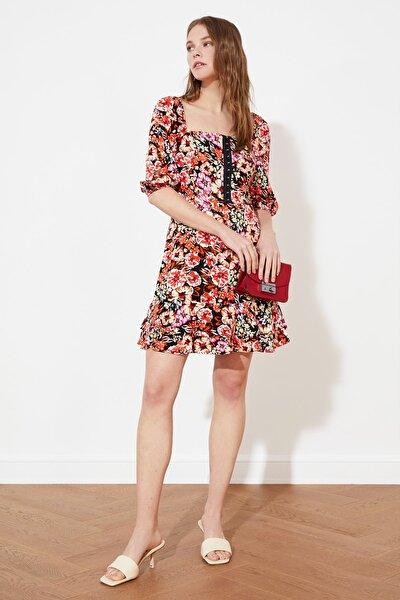 Siyah Gipe Ve Agraf Detaylı Volanlı Elbise TWOSS20EL1622