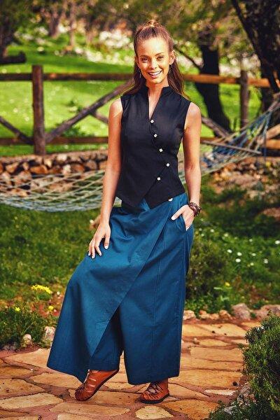 Kadın Siyah Çapraz Düğmeli Kolsuz Bluz