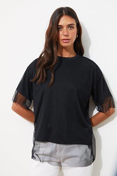 Siyah Tül Detaylı Basic Örme T-Shirt TWOSS20TS0046