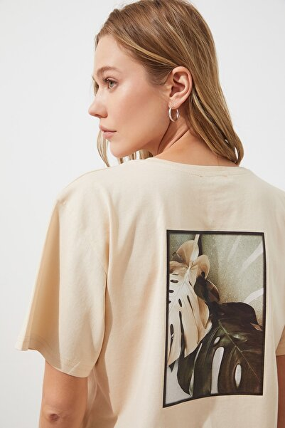Bej Sırt Baskılı Boyfriend Örme T-Shirt TWOSS20TS0765