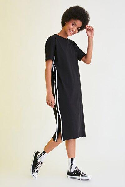 Siyah Şerit Detaylı Örme Elbise TWOSS21EL2320