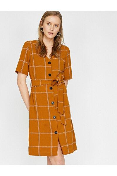 Dügme Detayli Elbise