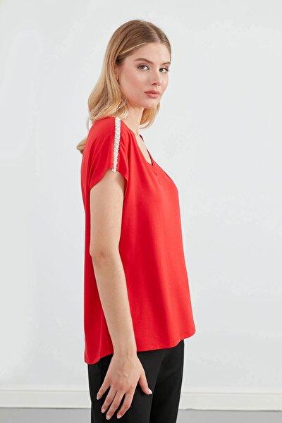 Kadın Kırmızı V Yaka Omuz Üstü İnci Aksesuar Düşük Kol Bluz