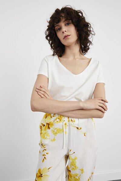 Kadın Ekru V Yaka Kısa Kollu Tişört