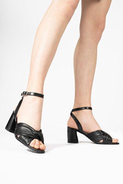 Kadın Siyah HakikiDeriBilekten Bağlamalı Topuklu Sandalet