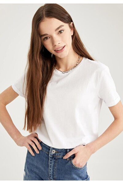 Kadın Beyaz Basic Bisiklet Yaka Relax Fit T-Shirt
