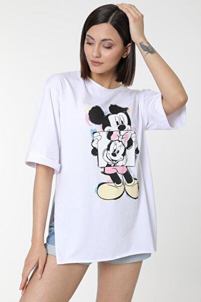 Kadın Beyaz Mickey Baskılı Yırtmaçlı Pamuklu Basic T-shirt