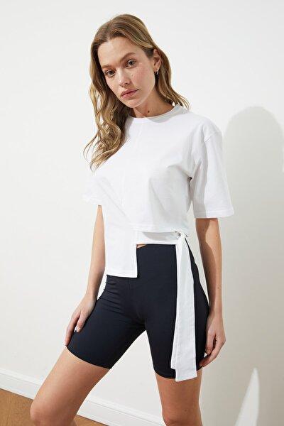 Beyaz Bağlama Detaylı Örme Bluz TWOSS21BZ1772