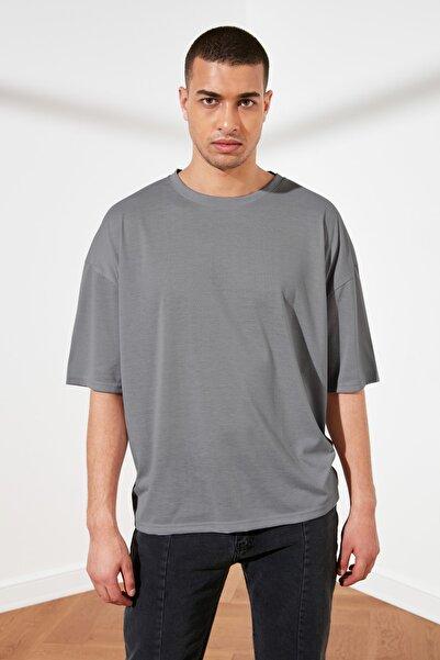 Gri Basic Erkek Oversize Bisiklet Yaka Kısa Kollu T-Shirt TMNSS21TS0811