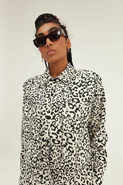 Kadın Siyah Leopar Desenli Cepli Gömlek
