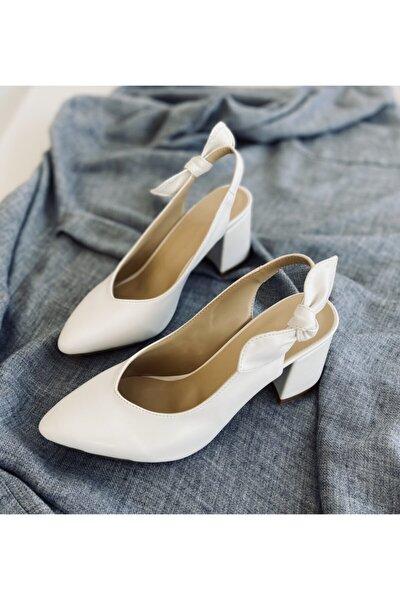 Fiyonk Detay Beyaz Cilt Topuklu Ayakkabı