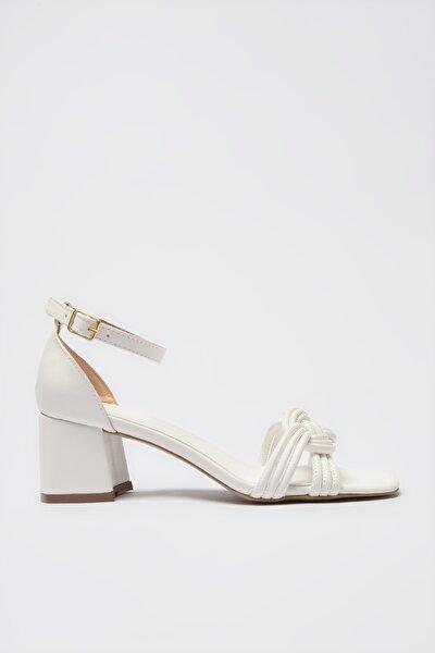 Beyaz Bilekten Bağlamalı Kadın Klasik Topuklu Ayakkabı TAKSS21TO0080