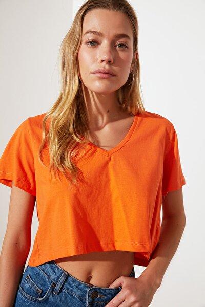 Turuncu V Yaka Crop Örme T-Shirt TWOSS21TS2137