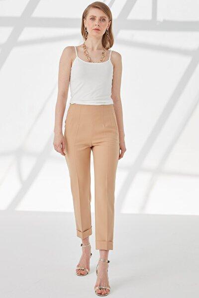 Kadın Camel Pervaz Kemerli Yandan Fermuarlı Ön Pens Detaylı Duble Paça Pantolon