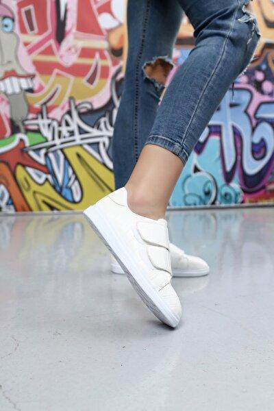 Kadın Beyaz Cırtlı Krokodil Desen Ayakkabı