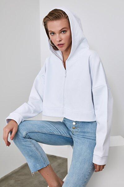 Ekru Kapüşonlu Crop Örme Sweatshirt TWOAW20SW0660