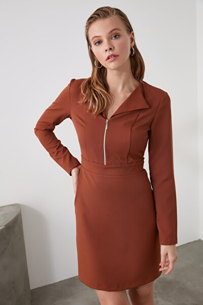 Kahverengi Yaka Detaylı Elbise TWOAW21EL0987