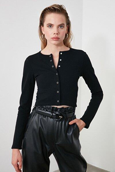 Siyah Çıtçıtlı Crop Örme Bluz TWOAW21BZ0128