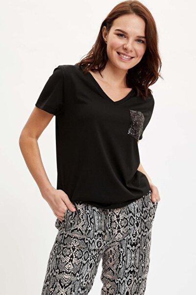 Relax Fit V Yaka Payet Cep Detaylı Tişört