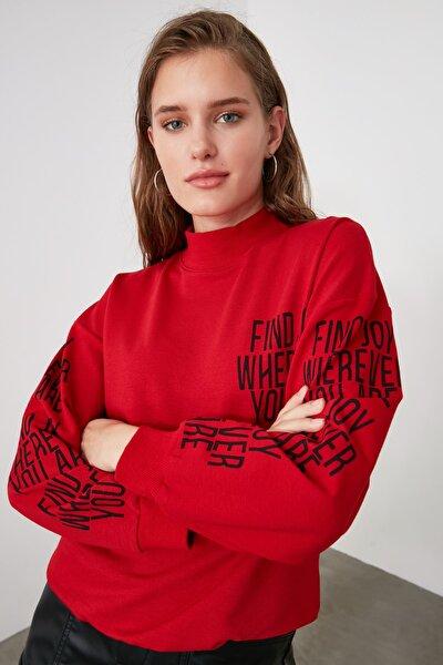 Kırmızı Baskılı Dik Yaka Örme Sweatshirt TWOAW21SW0773
