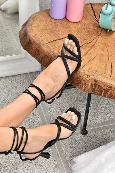 Kadın Siyah Bilek Bağlamalı Topuklu Ayakkabı