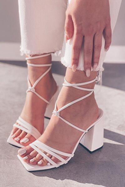 Mosena Mat Deri Bilekten Bağlama Detaylı Yüksek Topuklu Ayakkabı Beyaz