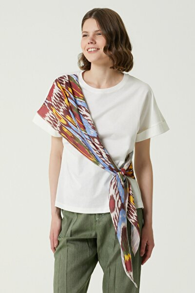 Kadın Ekru Desenli Fular Garnili Basic T-shirt 1078507