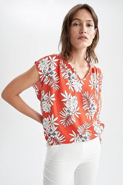 Tropik Desenli V Yaka Relax Fit Askılı Bluz