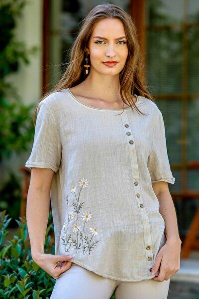 Kadın Bej Papatya Pul Nakışlı Düğme Detaylı Salaş Dokuma Bluz M10010200BL95274